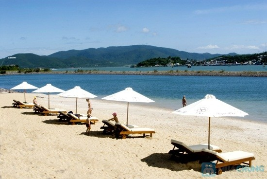 Bãi biển cát trắng Nha Trang