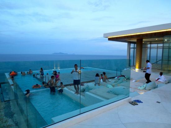 Thu hút nhiều du khách đến chiêm ngưỡng nghỉ dưỡng