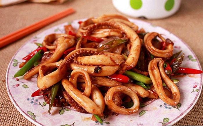Món mực xào cay Hạ Long thích hợp với tiết trời đông