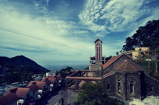 Vẻ đẹp cổ kính của nhà thờ đá Tam Đảo
