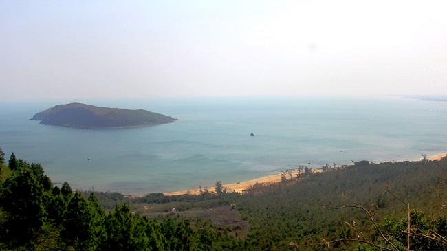 Vũng Chùa nhìn từ đỉnh núi Thọ Sơn