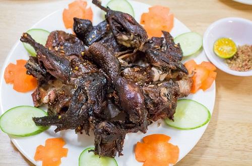 Gà ác nướng mật ong